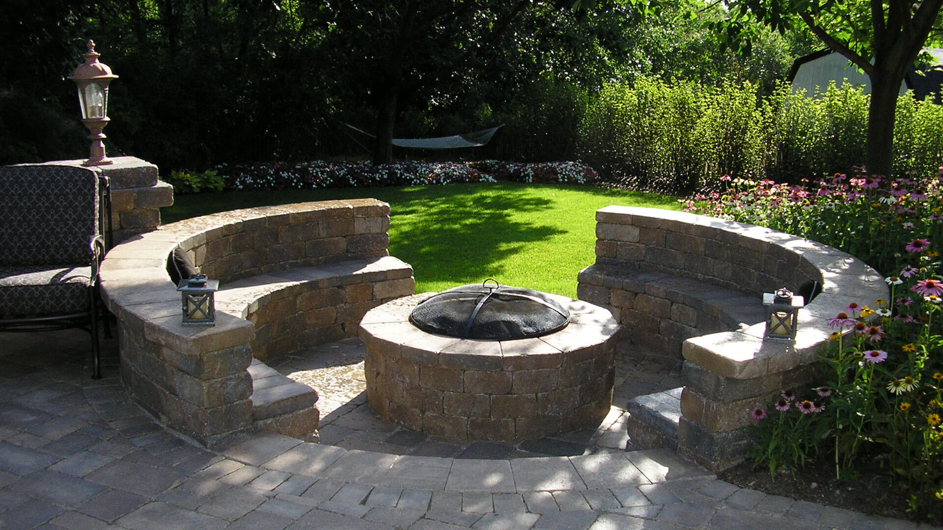 Paver Patio With Built In Firepit